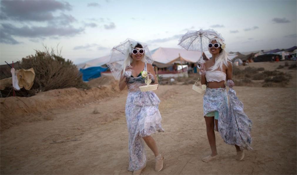 Фестиваль неформального самовыражения MidBurn в пустыне Негев http://travelcalendar.ru/wp-content/uploads/2015/12/Festival-neformalnogo-samovyrazheniya-MidBurn-v-pustyne-Negev_glavn2.jpg