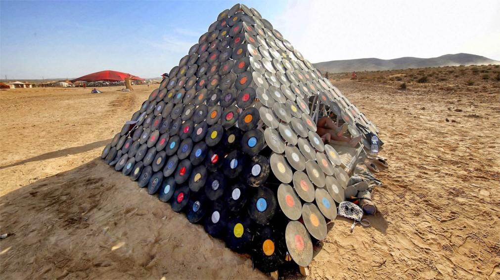 Фестиваль неформального самовыражения MidBurn в пустыне Негев http://travelcalendar.ru/wp-content/uploads/2015/12/Festival-neformalnogo-samovyrazheniya-MidBurn-v-pustyne-Negev_glavn3.jpg