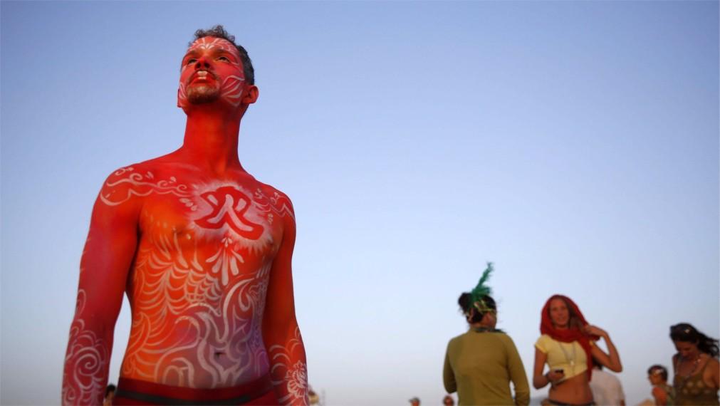 Фестиваль неформального самовыражения MidBurn в пустыне Негев http://travelcalendar.ru/wp-content/uploads/2015/12/Festival-neformalnogo-samovyrazheniya-MidBurn-v-pustyne-Negev_glavn4.jpg
