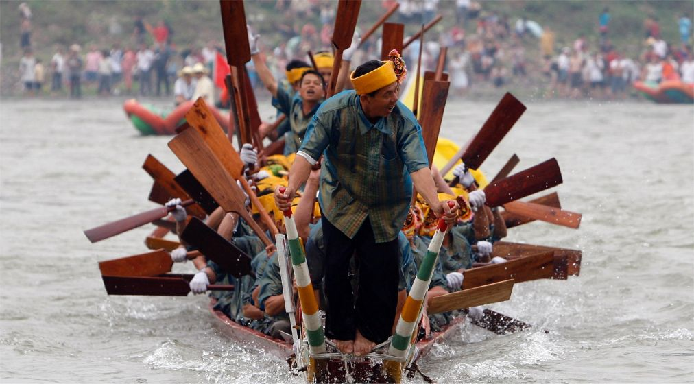 Фестиваль водных брызг в Цзиньхуне http://travelcalendar.ru/wp-content/uploads/2015/12/Festival-vodnyh-bryzg-v-TSzinhune_glav3.jpg