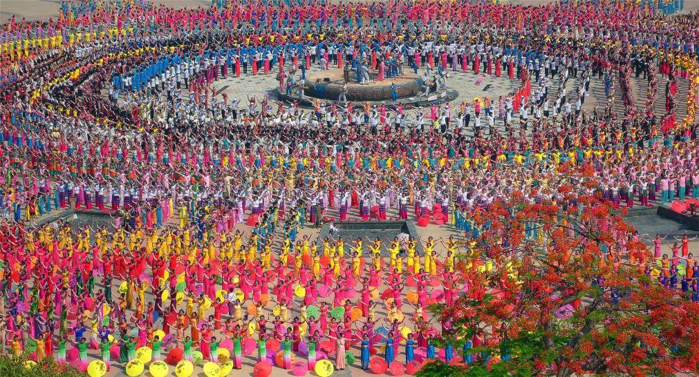 Фестиваль водных брызг в Цзиньхуне http://travelcalendar.ru/wp-content/uploads/2015/12/Festival-vodnyh-bryzg-v-TSzinhune_glav4.jpg