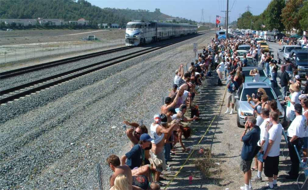 Флешмоб Amtrak Mooning в Лагуна Нигел http://travelcalendar.ru/wp-content/uploads/2015/12/Fleshmob-Amtrak-Mooning-v-Laguna-Nigel_glav2.jpg