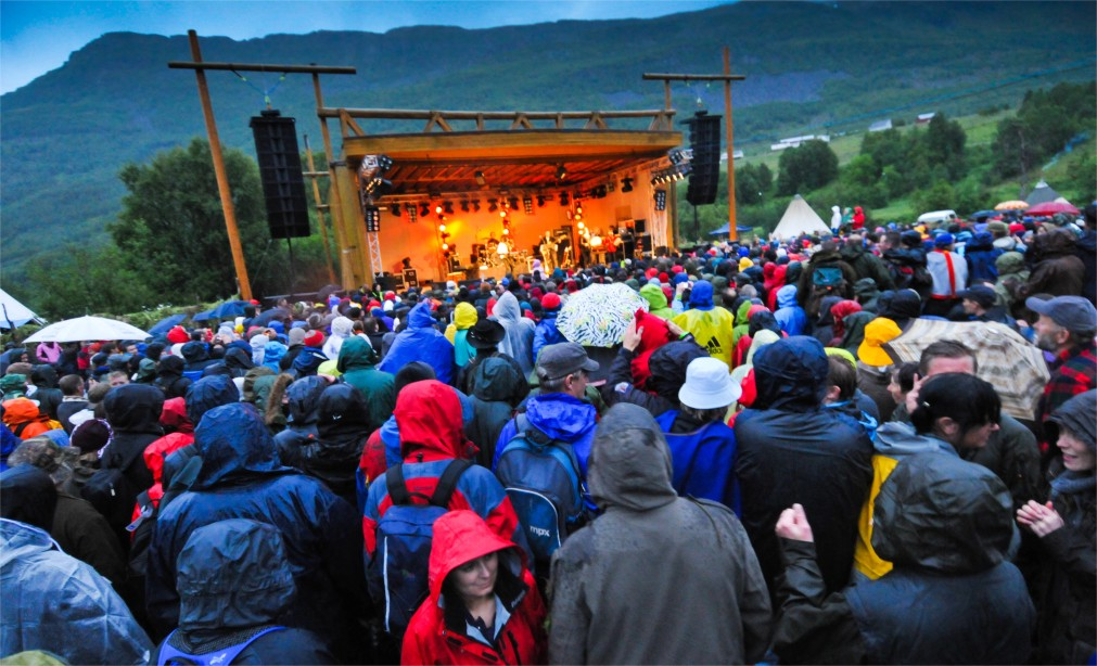 Международный этно-фестиваль «Ридду Ридду» в Манндалене http://travelcalendar.ru/wp-content/uploads/2015/12/Mezhdunarodnyj-festival-korennyh-narodov-Riddu-Riddu-v-Manndalene_glav1.jpg