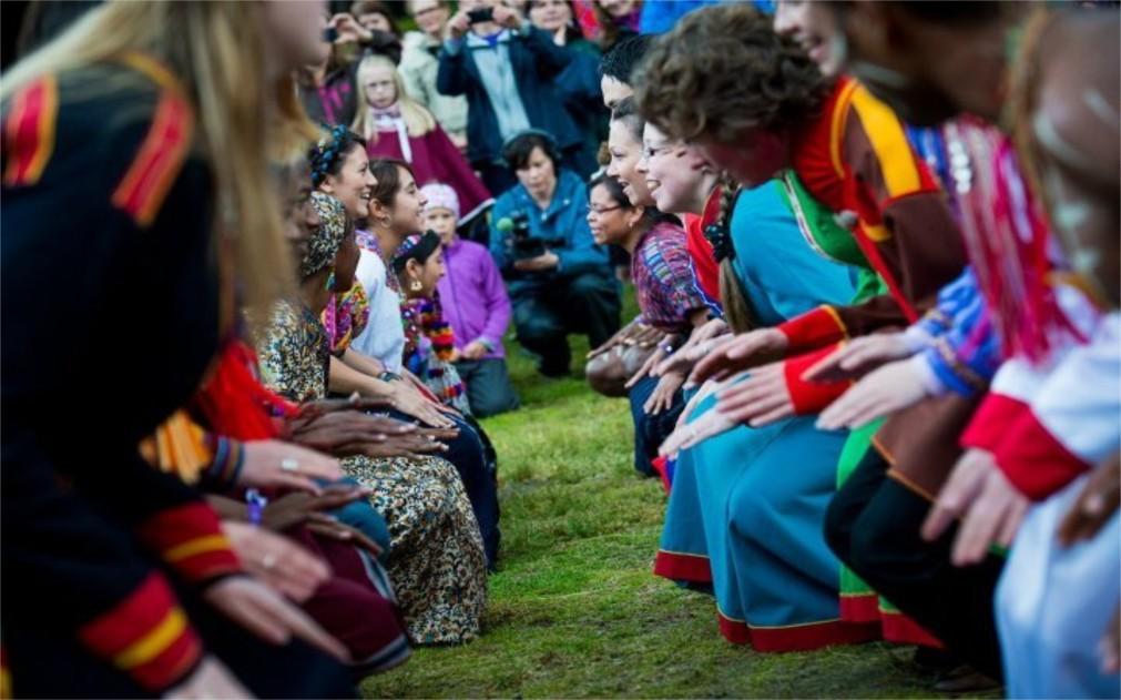 Международный этно-фестиваль «Ридду Ридду» в Манндалене http://travelcalendar.ru/wp-content/uploads/2015/12/Mezhdunarodnyj-festival-korennyh-narodov-Riddu-Riddu-v-Manndalene_glav2.jpg