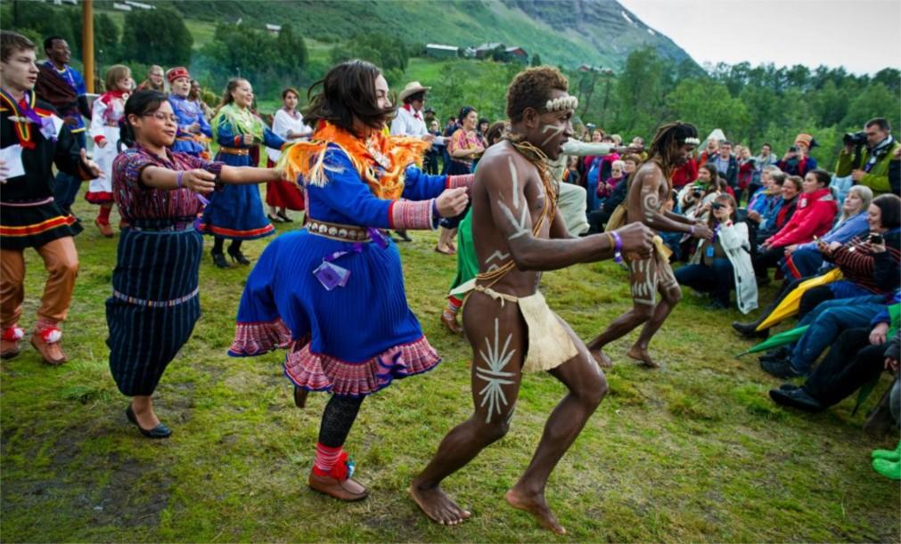 Международный этно-фестиваль «Ридду Ридду» в Манндалене http://travelcalendar.ru/wp-content/uploads/2015/12/Mezhdunarodnyj-festival-korennyh-narodov-Riddu-Riddu-v-Manndalene_glav5.jpg