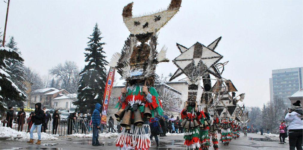 Международный фестиваль маскарадных игр «Сурва» в Пернике http://travelcalendar.ru/wp-content/uploads/2015/12/Mezhdunarodnyj-festival-maskaradnyh-igr-Surva-v-Pernike_glav1.jpg