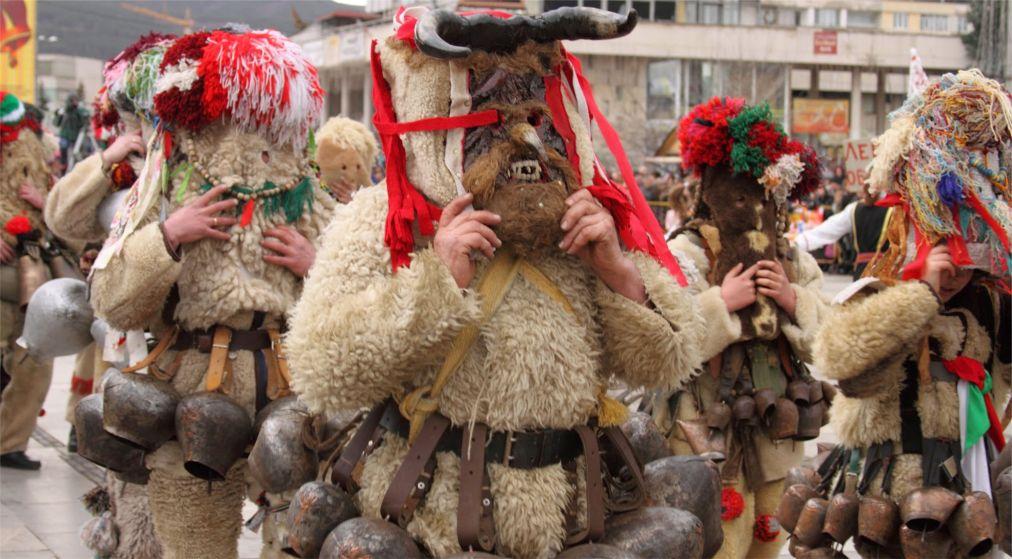Международный фестиваль маскарадных игр «Сурва» в Пернике http://travelcalendar.ru/wp-content/uploads/2015/12/Mezhdunarodnyj-festival-maskaradnyh-igr-Surva-v-Pernike_glav4.jpg
