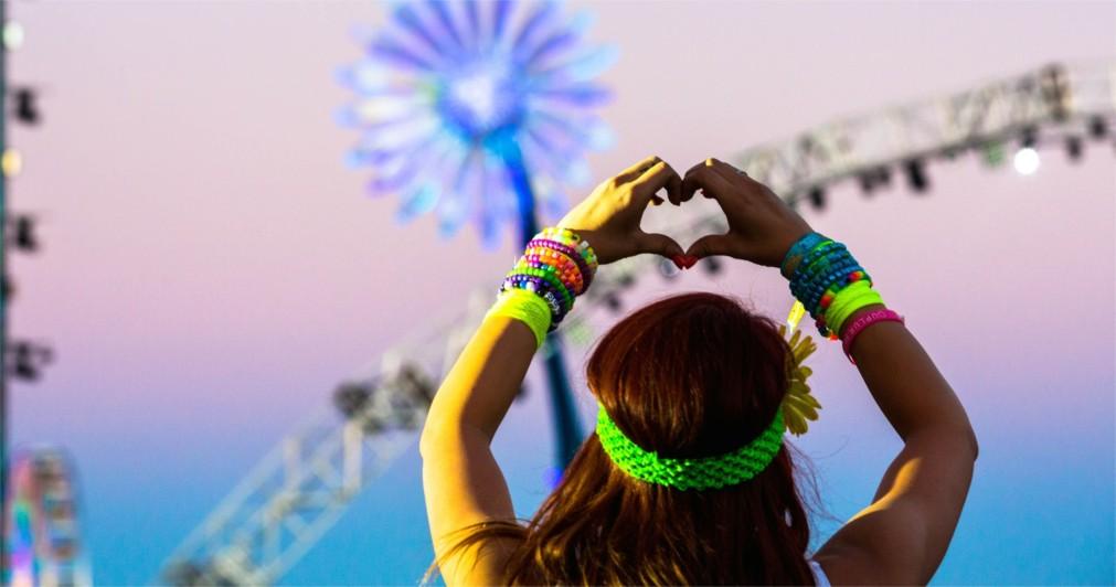 Музыкальный фестиваль «Electric Daisy Carnival» в Лас-Вегасе http://travelcalendar.ru/wp-content/uploads/2015/12/Muzykalnyj-festival-Electric-Daisy-Carnival-v-Las-Vegase_glavn5.jpg