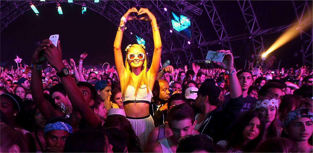 Музыкальный фестиваль «Коачелла» в Индио http://travelcalendar.ru/wp-content/uploads/2015/12/Muzykalnyj-festival-Koachella-v-Indio_glav1.jpg