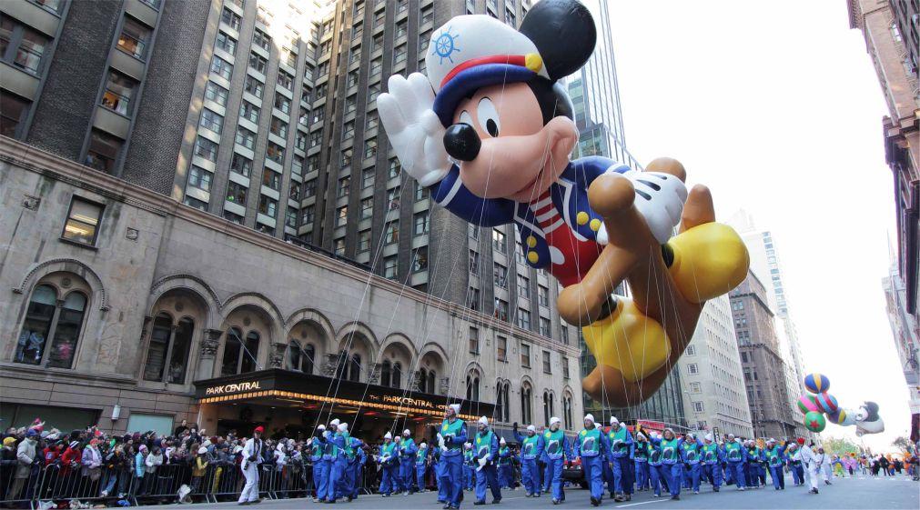 Парад «Мэйси» на День благодарения в Нью-Йорке http://travelcalendar.ru/wp-content/uploads/2015/12/Parad-Mejsi-na-Den-blagodareniya-v-Nyu-Jorke_glav4.jpg