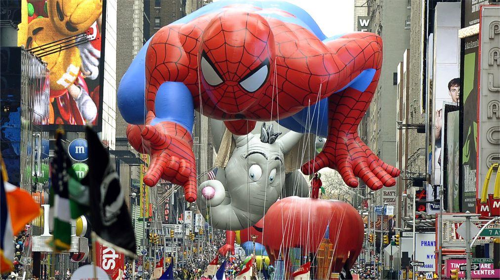 Парад «Мэйси» на День благодарения в Нью-Йорке http://travelcalendar.ru/wp-content/uploads/2015/12/Parad-Mejsi-na-Den-blagodareniya-v-Nyu-Jorke_glav6.jpg