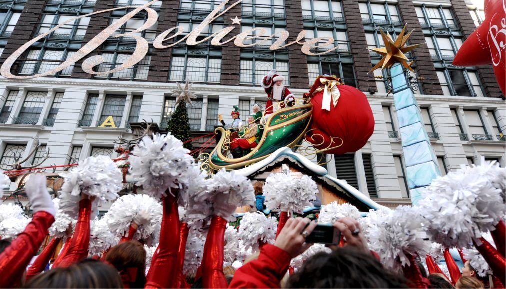 Парад «Мэйси» на День благодарения в Нью-Йорке http://travelcalendar.ru/wp-content/uploads/2015/12/Parad-Mejsi-na-Den-blagodareniya-v-Nyu-Jorke_glav8.jpg