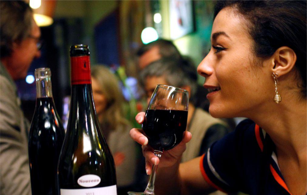 Праздник молодого вина Божоле-нуво во Франции http://travelcalendar.ru/wp-content/uploads/2015/12/Prazdnik-molodogo-vina-Bozhole-nuvo-vo-Frantsii_glav1.jpg