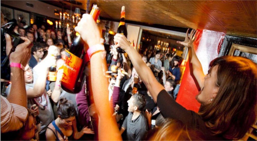 Праздник молодого вина Божоле-нуво во Франции http://travelcalendar.ru/wp-content/uploads/2015/12/Prazdnik-molodogo-vina-Bozhole-nuvo-vo-Frantsii_glav4.jpg
