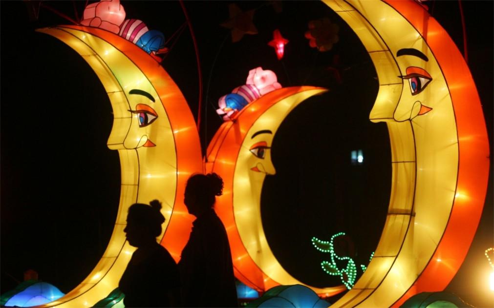 Праздник середины осени в Китае http://travelcalendar.ru/wp-content/uploads/2015/12/Prazdnik-serediny-oseni-v-Kitae_glavn1.jpg