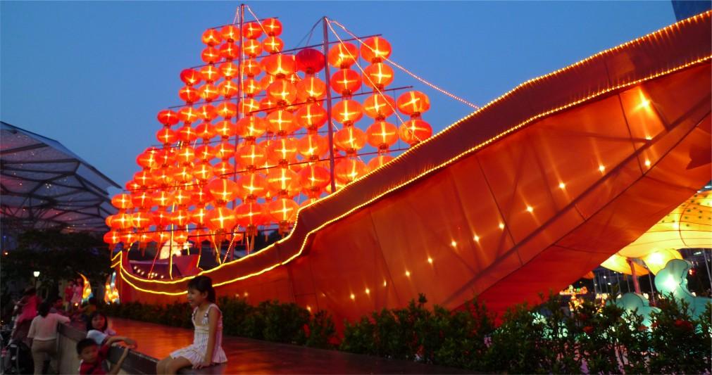 Праздник середины осени в Китае http://travelcalendar.ru/wp-content/uploads/2015/12/Prazdnik-serediny-oseni-v-Kitae_glavn2.jpg