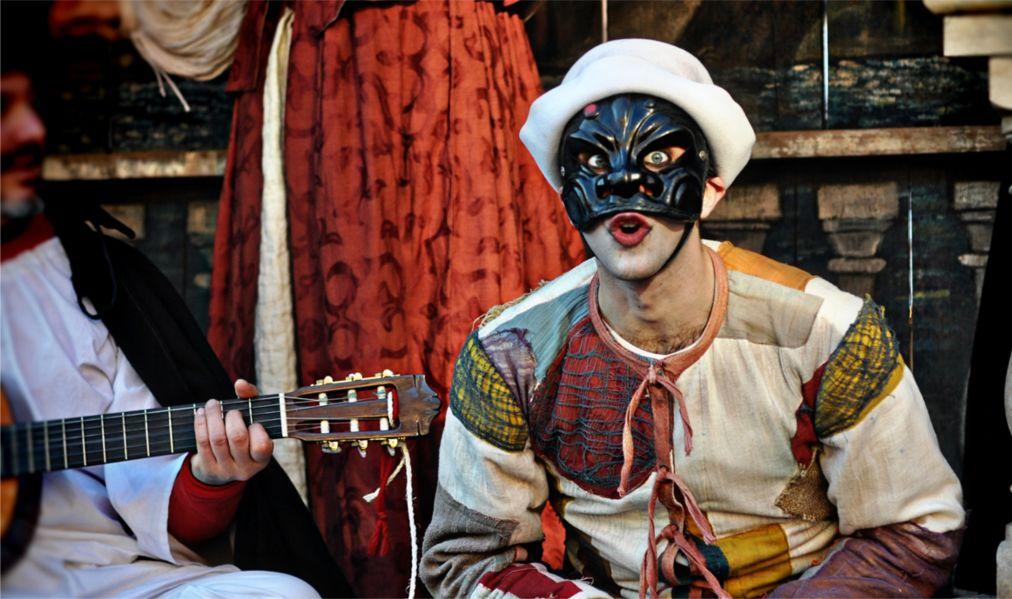 Римский карнавал http://travelcalendar.ru/wp-content/uploads/2015/12/Rimskij-karnaval_glav1.jpg