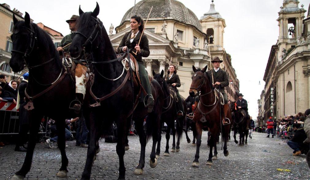 Римский карнавал http://travelcalendar.ru/wp-content/uploads/2015/12/Rimskij-karnaval_glav3.jpg