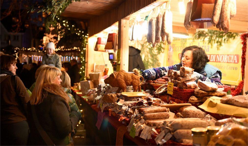 Рождественские ярмарки в Германии http://travelcalendar.ru/wp-content/uploads/2015/12/Rozhdestvenskie-yarmarki-v-Germanii_glav11.jpg