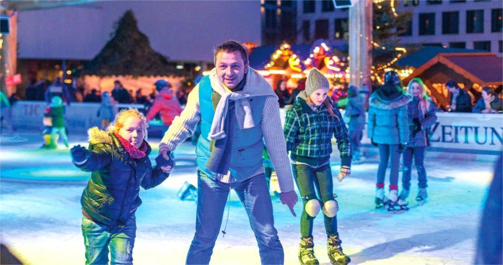 Рождественские ярмарки в Германии http://travelcalendar.ru/wp-content/uploads/2015/12/Rozhdestvenskie-yarmarki-v-Germanii_glav13.jpg