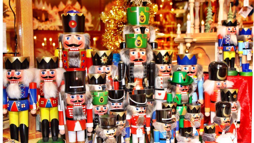 Рождественские ярмарки в Германии http://travelcalendar.ru/wp-content/uploads/2015/12/Rozhdestvenskie-yarmarki-v-Germanii_glav8.jpg