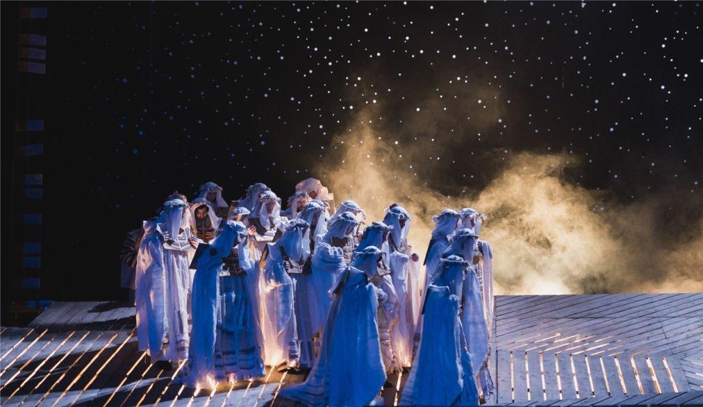 Театральный фестиваль «Золотая Маска» в Москве http://travelcalendar.ru/wp-content/uploads/2015/12/Teatralnyj-festival-Zolotaya-Maska-v-Moskve_glav2.jpg