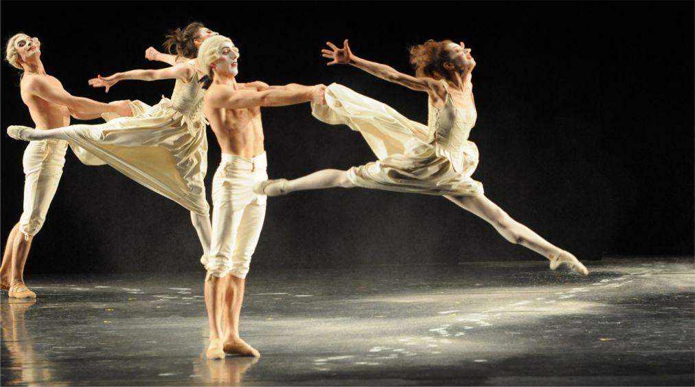 Театральный фестиваль «Золотая Маска» в Москве http://travelcalendar.ru/wp-content/uploads/2015/12/Teatralnyj-festival-Zolotaya-Maska-v-Moskve_glav4.jpg
