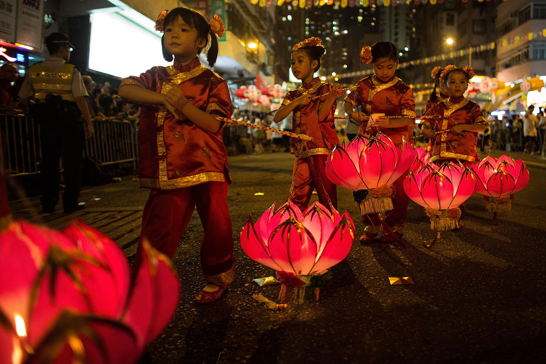 Праздник середины осени в Китае http://travelcalendar.ru/wp-content/uploads/2015/12/mid-autumn-festival-9.jpg