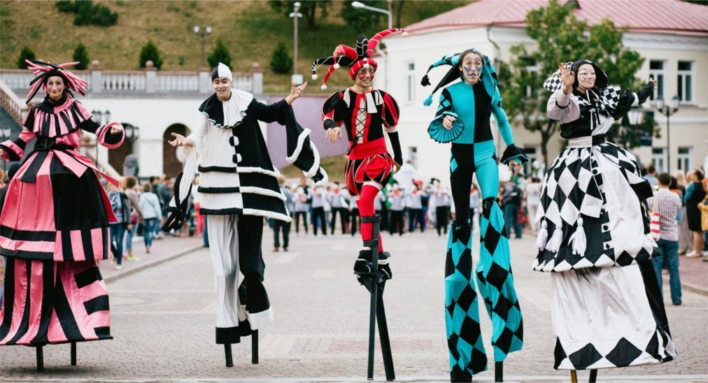 Международный фестиваль искусств «Славянский базар» в Витебске http://travelcalendar.ru/wp-content/uploads/2016/01/Mezhdunarodnyj-festival-iskusstv-Slavyanskij-bazar-v-Vitebske_glav1.jpg