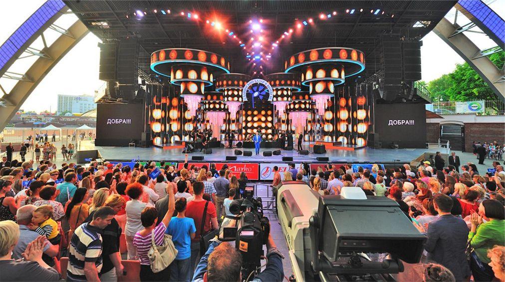 Международный фестиваль искусств «Славянский базар» в Витебске http://travelcalendar.ru/wp-content/uploads/2016/01/Mezhdunarodnyj-festival-iskusstv-Slavyanskij-bazar-v-Vitebske_glav6.jpg