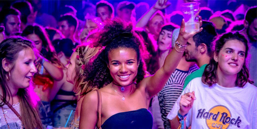 Музыкальный фестиваль Soundwave в Тисно http://travelcalendar.ru/wp-content/uploads/2016/01/Muzykalnyj-festival-Soundwave-v-Tisno_glav2.jpg