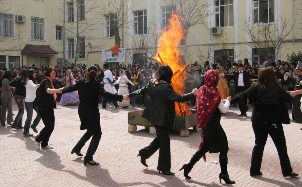 Праздник Новруз в Азербайджане http://travelcalendar.ru/wp-content/uploads/2016/01/Prazdnik-Novruz-v-Azerbajdzhane_glav3.jpg
