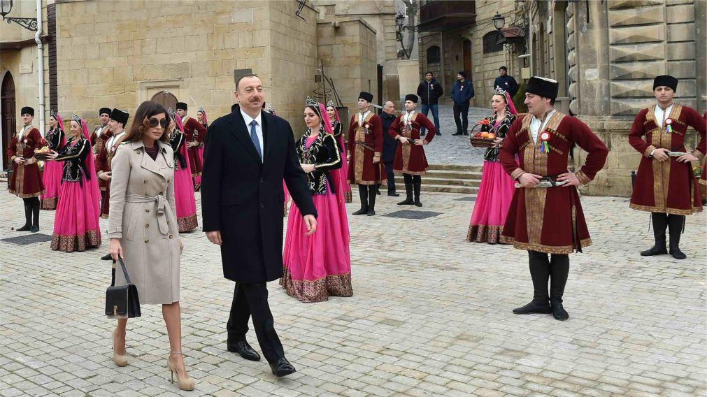 Праздник Новруз в Азербайджане http://travelcalendar.ru/wp-content/uploads/2016/01/Prazdnik-Novruz-v-Azerbajdzhane_glav5.jpg