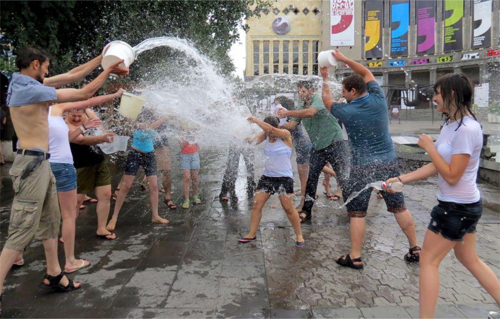 Праздник Вардавар в Армении http://travelcalendar.ru/wp-content/uploads/2016/01/Prazdnik-Vardavar-v-Armenii_glav1.jpg