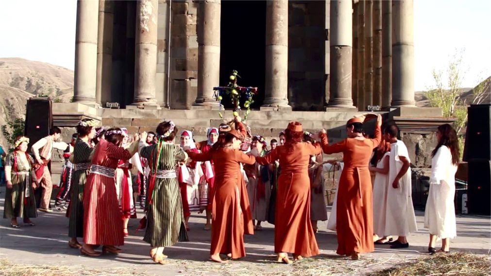 Праздник Вардавар в Армении http://travelcalendar.ru/wp-content/uploads/2016/01/Prazdnik-Vardavar-v-Armenii_glav2.jpg