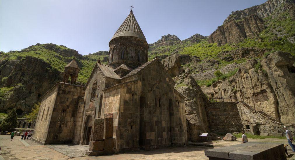 Праздник Вардавар в Армении http://travelcalendar.ru/wp-content/uploads/2016/01/Prazdnik-Vardavar-v-Armenii_glav3.jpg