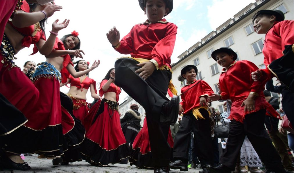 Всемирный цыганский фестиваль «Каморо» в Праге http://travelcalendar.ru/wp-content/uploads/2016/01/Vsemirnyj-tsyganskij-festival-Kamoro-v-Prage_glav2.jpg
