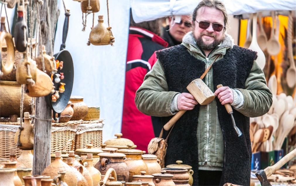 Ярмарка Казюкаса в Вильнюсе http://travelcalendar.ru/wp-content/uploads/2016/01/YArmarka-Kazyukasa-v-Vilnyuse_glav4.jpg