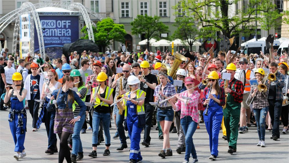 День студента в Польше http://travelcalendar.ru/wp-content/uploads/2016/02/Den-studenta-v-Polshe_glav1.jpg