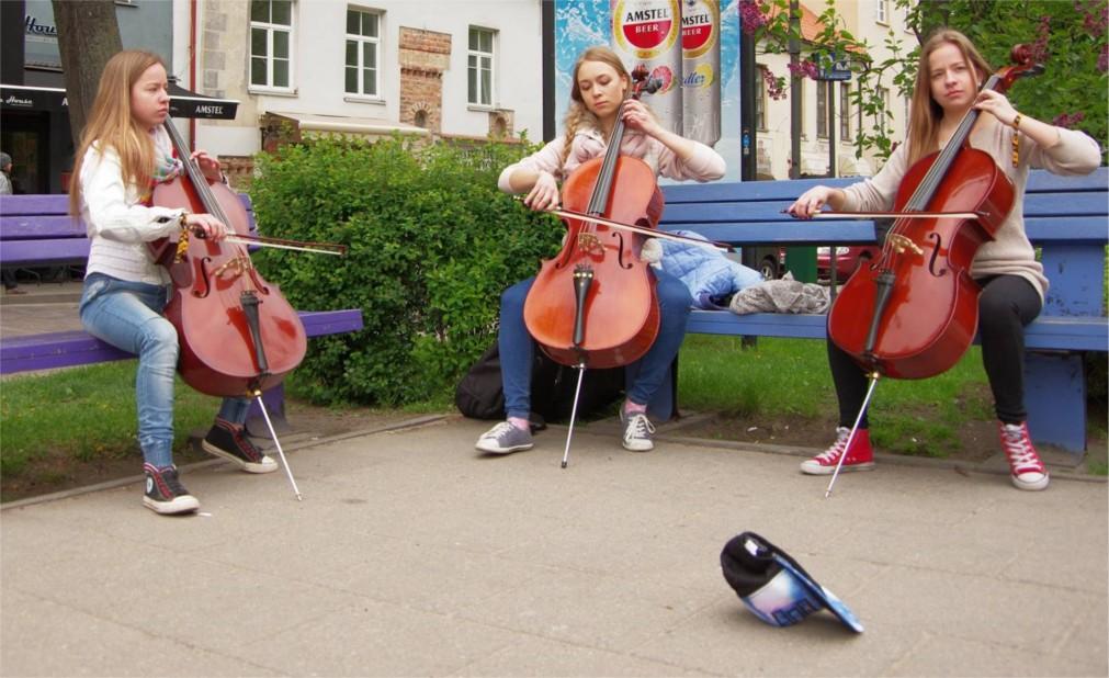 День уличной музыки в Вильнюсе http://travelcalendar.ru/wp-content/uploads/2016/02/Den-ulichnoj-muzyki-v-Vilnyuse_glav2.jpg