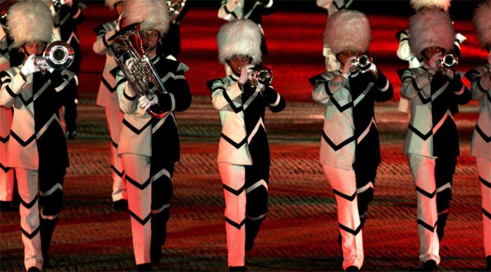 Фестиваль голландских военных оркестров в Роттердаме http://travelcalendar.ru/wp-content/uploads/2016/02/Festival-gollandskih-voennyh-orkestrov-v-Rotterdame_glav6.jpg