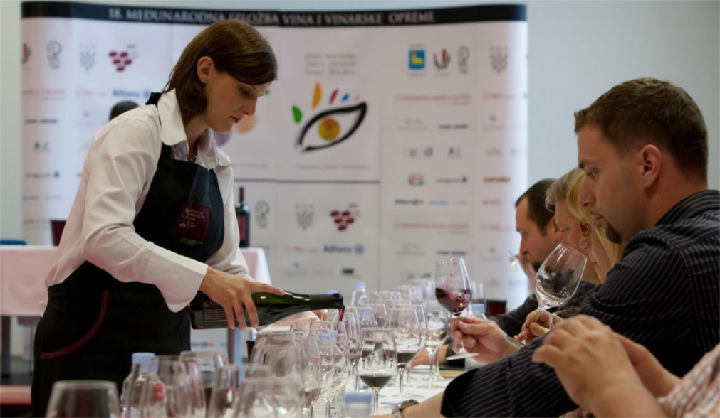 Международная винная выставка Vinistra в Порече http://travelcalendar.ru/wp-content/uploads/2016/02/Mezhdunarodnaya-vinnaya-vystavka-Vinistra-v-Poreche_glav4.jpg