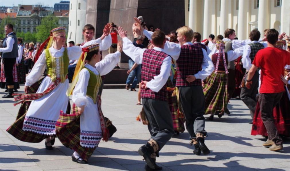 Международный день танца в Риге http://travelcalendar.ru/wp-content/uploads/2016/02/Mezhdunarodnyj-den-tantsa-v-Vilnyuse-glavn1.jpg
