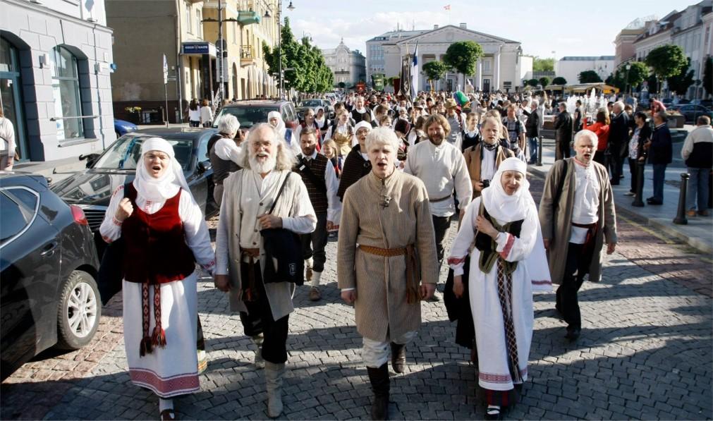 Международный фольклорный фестиваль Skamba skamba kankliai в Вильнюсе http://travelcalendar.ru/wp-content/uploads/2016/02/Mezhdunarodnyj-folklornyj-festival-Skamba-skamba-kankliai-v-Vilnyuse_glav1.jpg