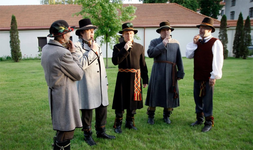 Международный фольклорный фестиваль Skamba skamba kankliai в Вильнюсе http://travelcalendar.ru/wp-content/uploads/2016/02/Mezhdunarodnyj-folklornyj-festival-Skamba-skamba-kankliai-v-Vilnyuse_glav2.jpg