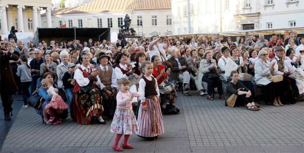 Международный фольклорный фестиваль Skamba skamba kankliai в Вильнюсе http://travelcalendar.ru/wp-content/uploads/2016/02/Mezhdunarodnyj-folklornyj-festival-Skamba-skamba-kankliai-v-Vilnyuse_glav4.jpg