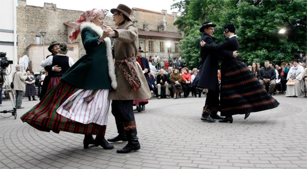 Международный фольклорный фестиваль Skamba skamba kankliai в Вильнюсе http://travelcalendar.ru/wp-content/uploads/2016/02/Mezhdunarodnyj-folklornyj-festival-Skamba-skamba-kankliai-v-Vilnyuse_glav5.jpg