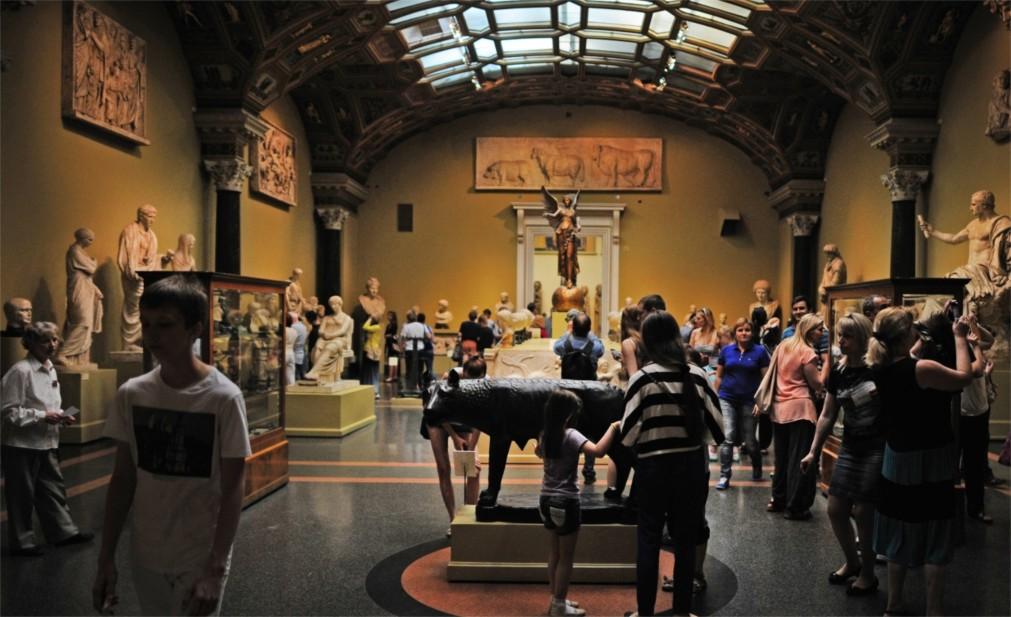 Ночь музеев в Санкт-Петербурге http://travelcalendar.ru/wp-content/uploads/2016/02/Noch-muzeev-v-Sankt-Peterburge_glav1.jpg