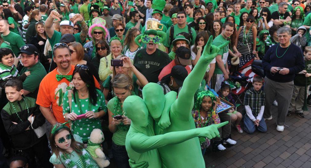 Парад на День святого Патрика в Нью-Йорке http://travelcalendar.ru/wp-content/uploads/2016/02/Parad-na-Den-svyatogo-Patrika-v-Nyu-Jorke_glav2.jpg
