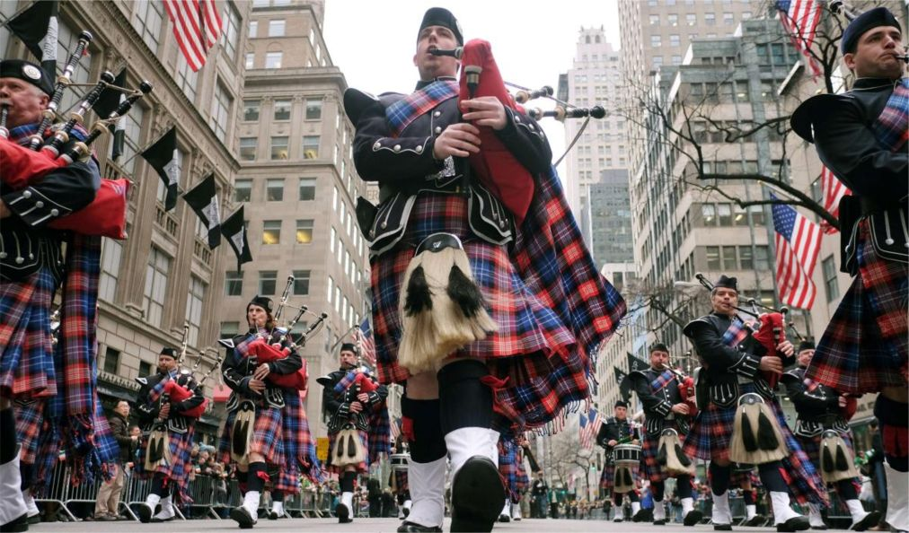Парад на День святого Патрика в Нью-Йорке http://travelcalendar.ru/wp-content/uploads/2016/02/Parad-na-Den-svyatogo-Patrika-v-Nyu-Jorke_glav8.jpg